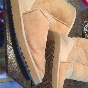 Ugg Australia boots short calf sand great